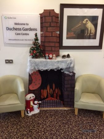 Residents make Christmas crafts at Duchess Gardens